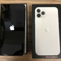 Apple iPhone 11 Pro Max = €530,iPhone 11 64GB